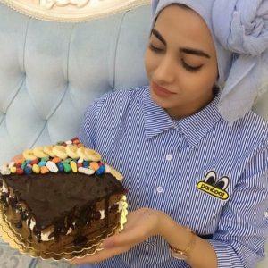 کیک شکلاتی پخته شده در غذاپز ناخ