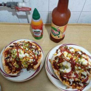 پیتزا لذیذ پخته شده در ناخ